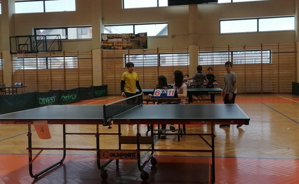 Turniej tenisa stołowego.